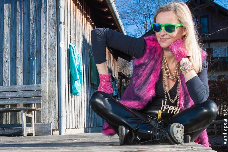 Christina - Vanilla Pearl - leatherpants Arcanum - fur vest Vanilla Pearl