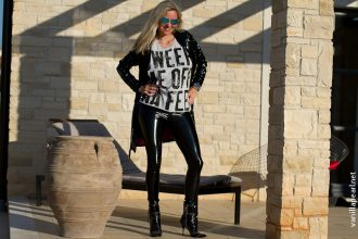 Christina - VanillaPearl in Lackleggings und Lackmantel - Arcanum Fashion