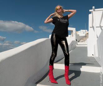 Christina, VanillaPearl Arcanum Designer in Arcanum Kunstlederhose Shine! in Santorini - Hey Männer bringt Eure Frauen zum Glänzen