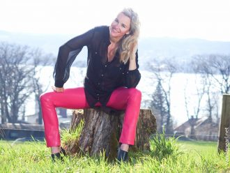 Christina - VanillaPearl - in pink vegan leather pants - Moments of Happiness for 2017