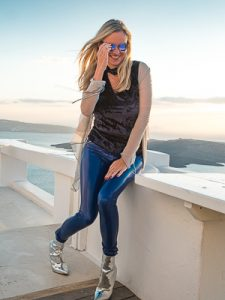 Christina - VanillaPeal in Santorini in Arcanum Lackhose SuperShine! Royal