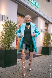 Christina with a turquoise winter coat from Arcanum