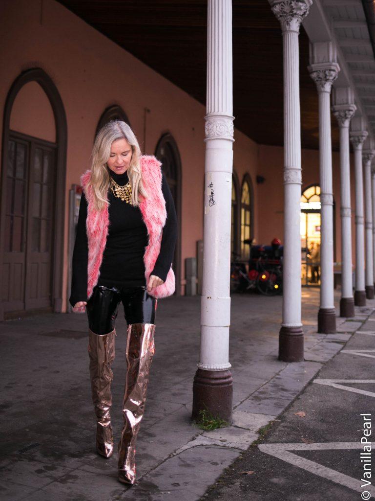 Christina mit pinker Fellweste von Arcanum