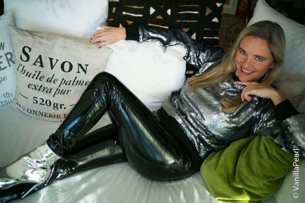 Christina Striewski Vanillapearl mit schwarzer Lackhose
