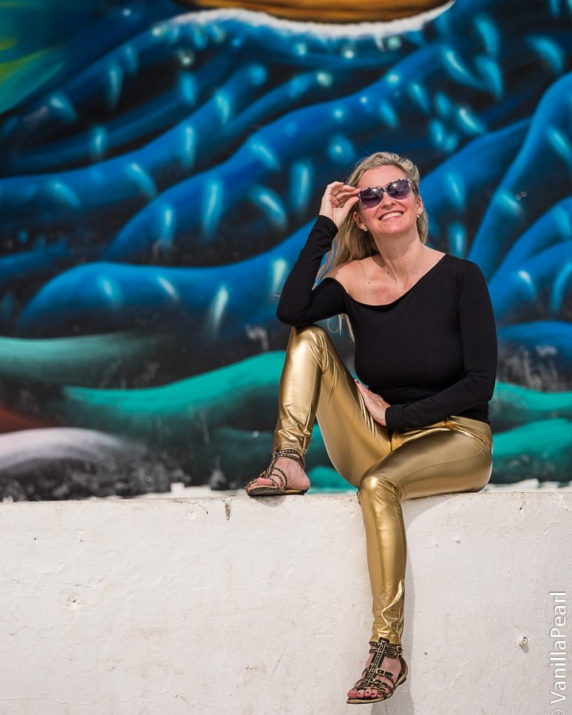 Christina mit goldener Leggings in Mexiko