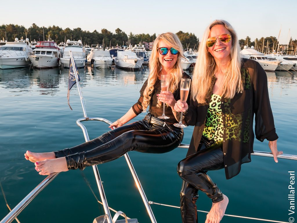 Christina und Christine auf dem Schiff in Novigrad