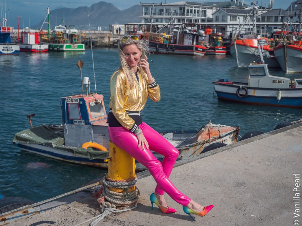 Christina Striewski Vanillapearl mit pinker Lederhose in Kalkbau Südafrika