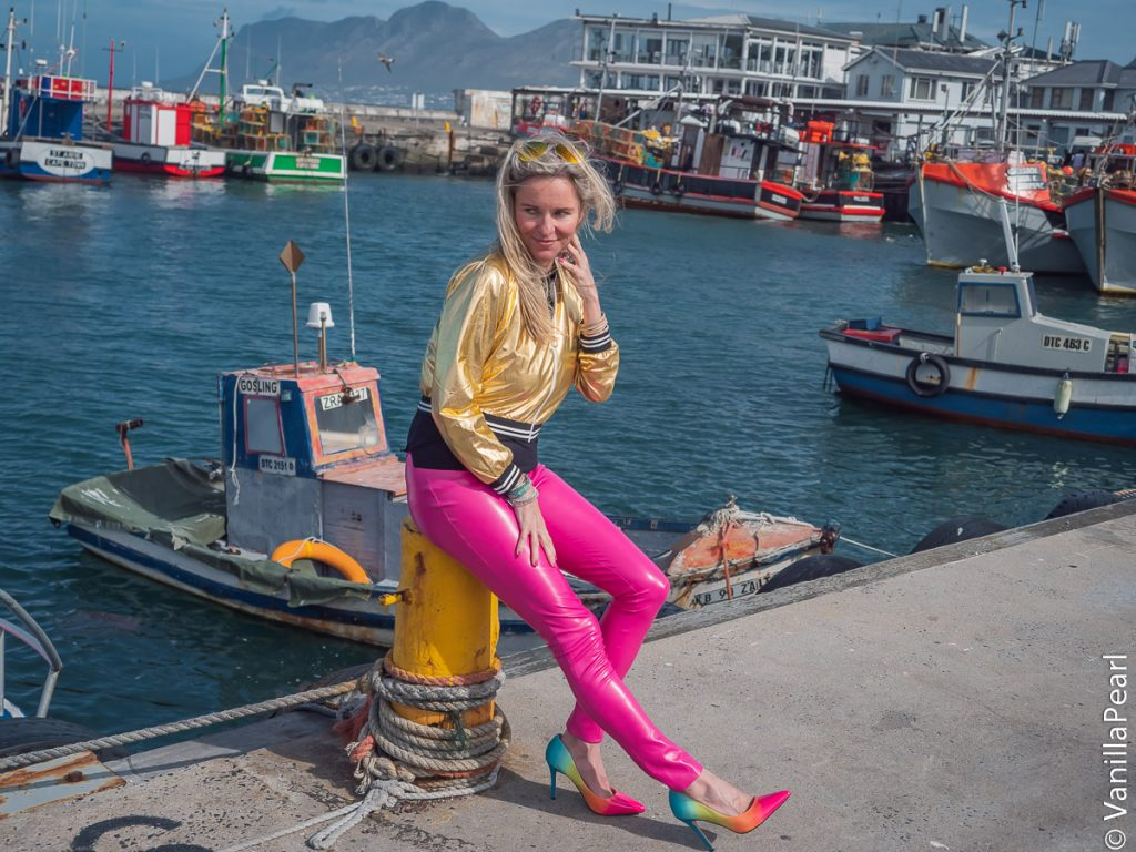 Christina Striewski mit pinker Lederhose , Prototyp in Kalkbay Südafrika