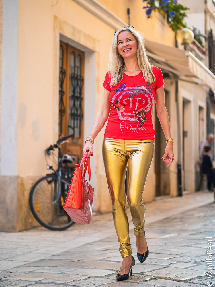Christina Striewski vanilla pearl with golden vinyl leggings in Porec Croatia