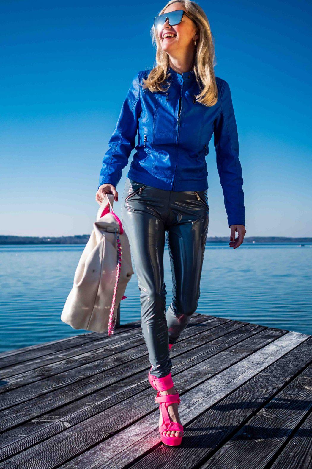Christina Striewski Vanillapearl mit blauer Kunstlederjacke von Arcanum