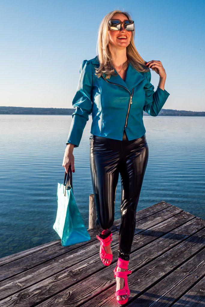 Christina Striewski Vanillapearl mit türkiser Kunstlederjacke von Arcanum