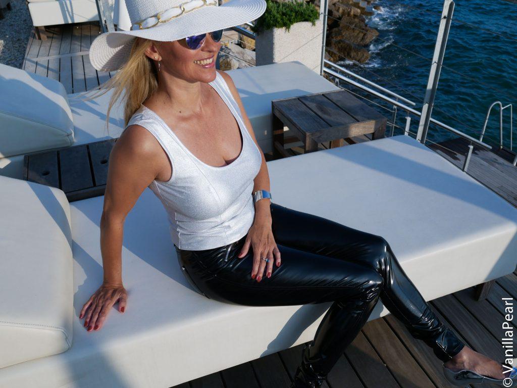 Christina Striewski mit Lackhose in Opatija, Kroatien